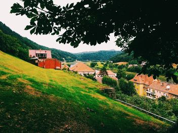Houses on green hills - image #136463 gratis