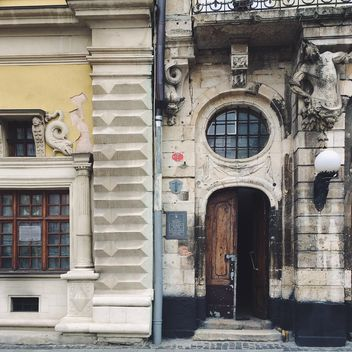 Facade of old building - image #136563 gratis