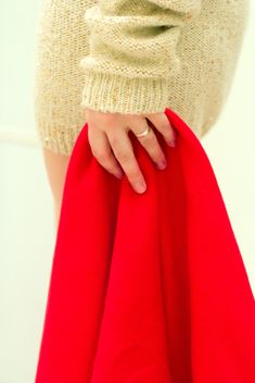 Red warm blanket in female hand - image #182543 gratis
