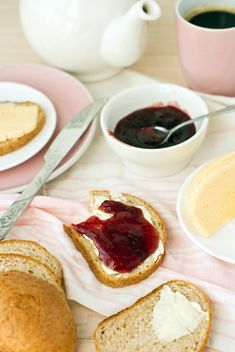 Breakfast with crusty bread - image #182713 gratis