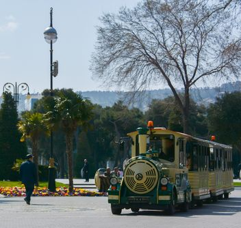 Walking train in city - бесплатный image #182843