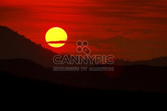 Coucher de soleil dans les montagnes - image gratuit #183483
