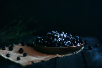 Fresh ripe blackberries in plate - image gratuit #183823