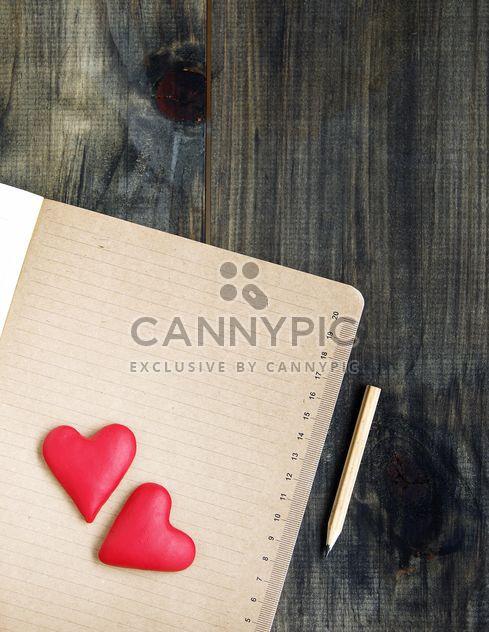 красные сердечки на noteook - бесплатный image #183893