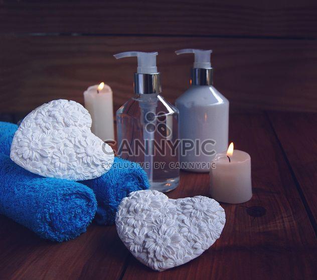 romântico conjunto de banho e corações decorativas - Free image #183973