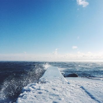 Seashore in winter - image #184013 gratis