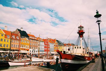 Old boats and colorful houses in Nyhavn in Copenhagen, Denmark - бесплатный image #184073