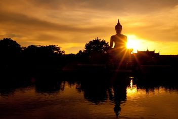 Buddha statue in sunset light - бесплатный image #184273