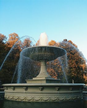 Fountain in park - image gratuit(e) #185643