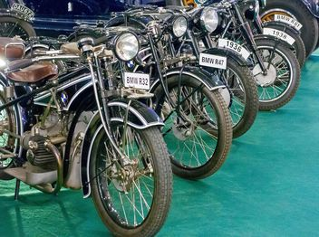 BMW motorcycles at exhibition - image gratuit(e) #186053