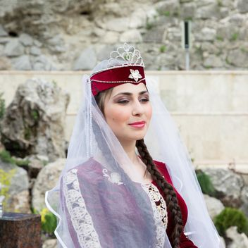 Girl in national Armenian attire - image gratuit #186173