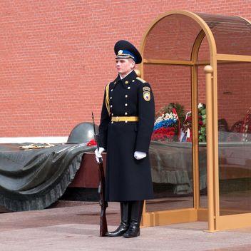Guard in Alexander Garden - image gratuit #186213