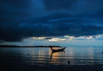Boat overcast sea - image #186443 gratis