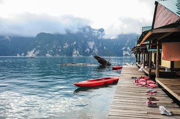 Kayaks near boat station - бесплатный image #186493