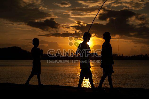 Silhouettes au coucher du soleil - Free image #186543