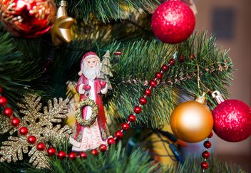 Christmas tree with decorations - image #186613 gratis