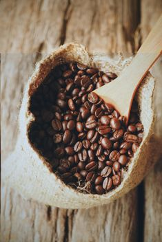 Coffee beans in canvas sack - image #187113 gratis