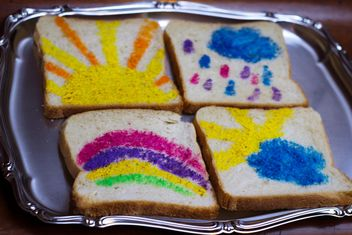 Painted toast bread - image gratuit #187173
