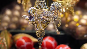 Close up of Christmas golden toy horse - image gratuit #187343