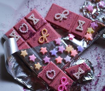 pink chocolate decorated with glitter - image #187373 gratis