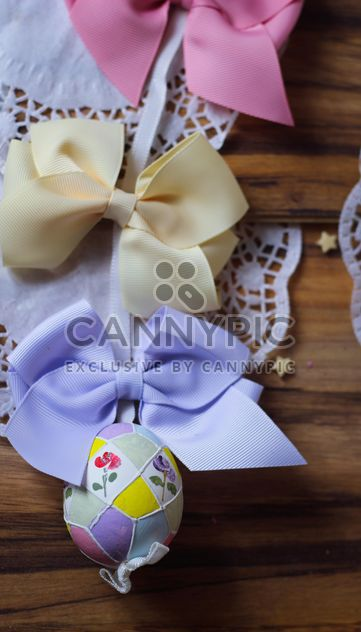 easteregg hanging on a stripe with ribbon - Kostenloses image #187503