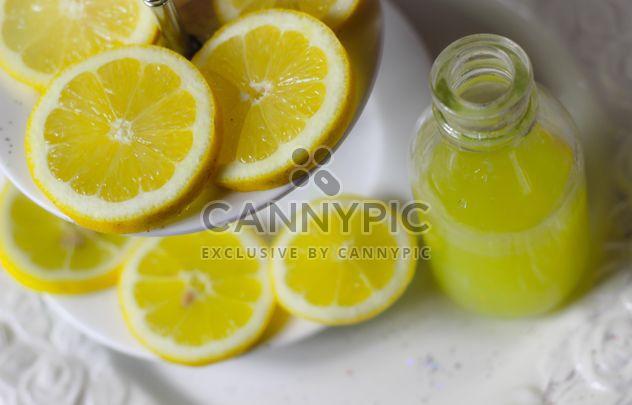 Fatias de limão e suco de limão - Free image #187643