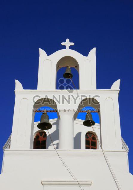 Torre de sino branco em Oia - Free image #187803