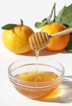 Honey Bowl with dipper and mandarins - image #187843 gratis