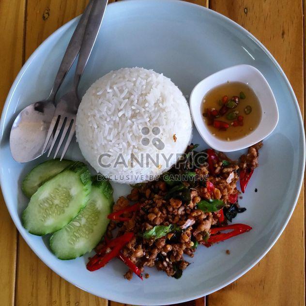Comida tailandesa, Khaw Kha Prao Kai - image #198233 gratis