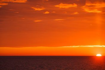 red sunset at sea - image gratuit #198573