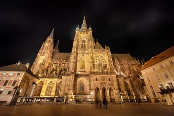 cathedral in czech republic at night,st. vitus cathedral - бесплатный image #198613