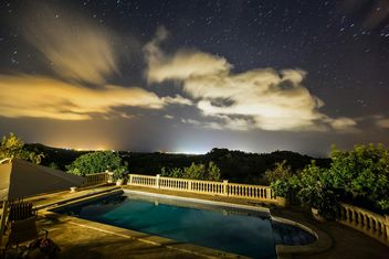 Night view of star sky over swimming pool during the vacation in Mallorca - бесплатный image #198683