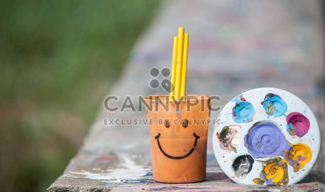 Palette with paints and cup with paintbrashes - Free image #200163