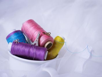 colorful sewing thread - image gratuit #200993