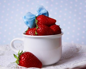 fresh strawberry in a dish - image gratuit(e) #201073