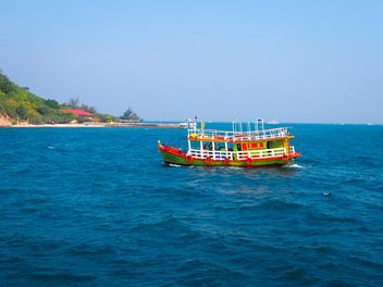 Boat in sea at Pattaya, Thailand - image gratuit #201493