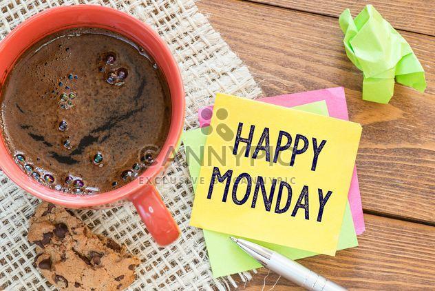 Tasse de café, des biscuits et des notes sur fond en bois - image gratuit #271593