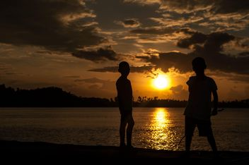 Silhouettes at sunset - image gratuit(e) #271923