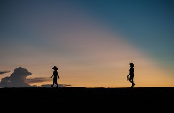 Silhouettes at sunset - image gratuit(e) #271973