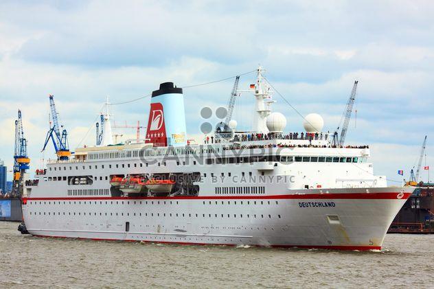 Kreuzfahrtschiff in Hamburg - Free image #273683