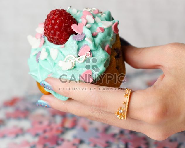 Cupcake in a hand - Free image #273743