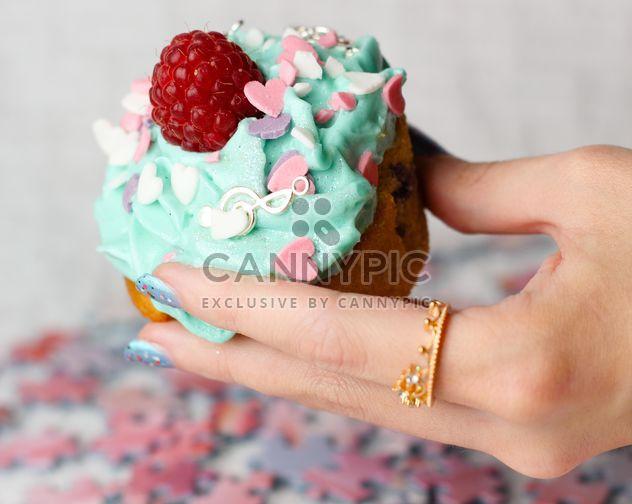 Cupcake in einer hand - Kostenloses image #273743