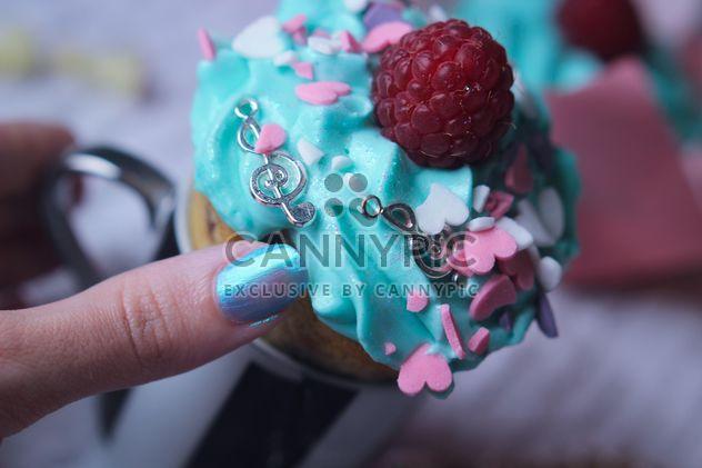 Cupcake em uma mão - Free image #273753