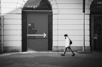 Person walking in the street, black and white - бесплатный image #273763