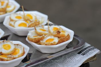 Fried eggs in plates - image gratuit(e) #274793