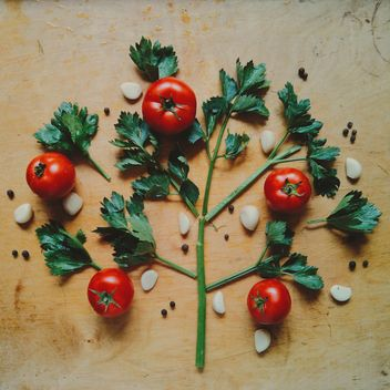Tomatoes with garlic - image #274853 gratis
