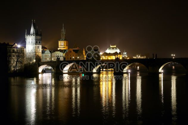 Praga de noche -  image #274873 gratis