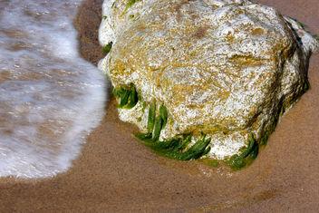 Water versus rock - Free image #284373