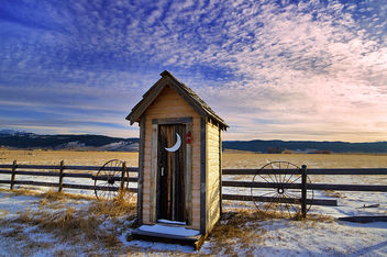 Winter Outhouse - image #285903 gratis