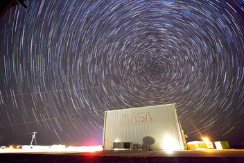 Star Trails Over NASA - image gratuit(e) #286983